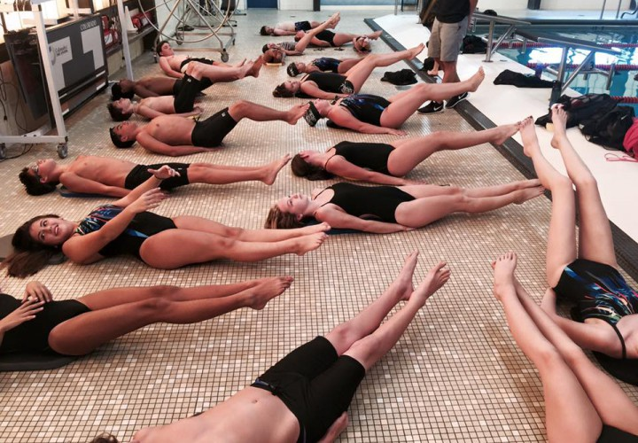 16 Thoughts All Swimmers Have While Doing Core